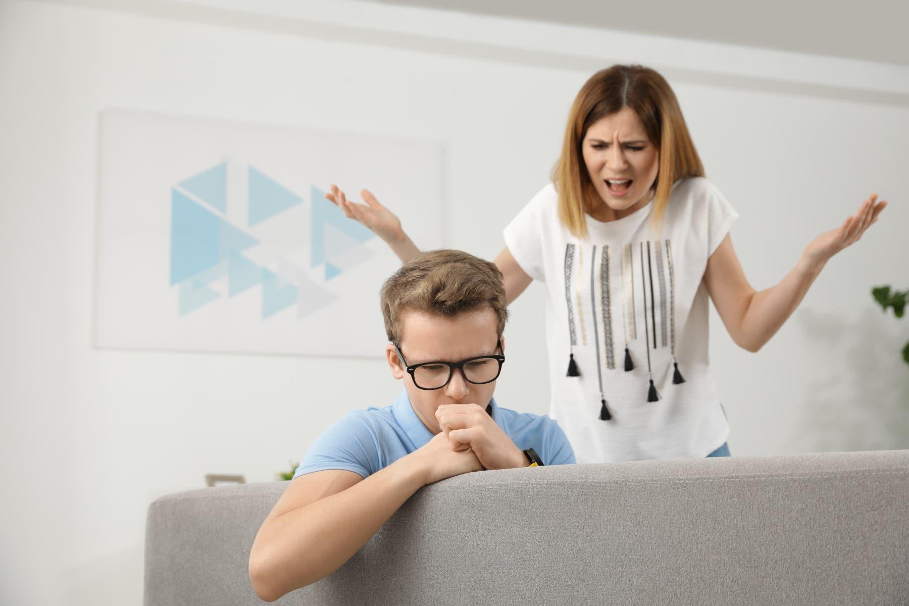 الأخطاء التي يرتكبها الأهل في حق المراهق